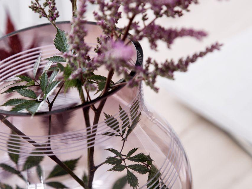 Rozkvetlé větvičky ve stylové váze Omaggio