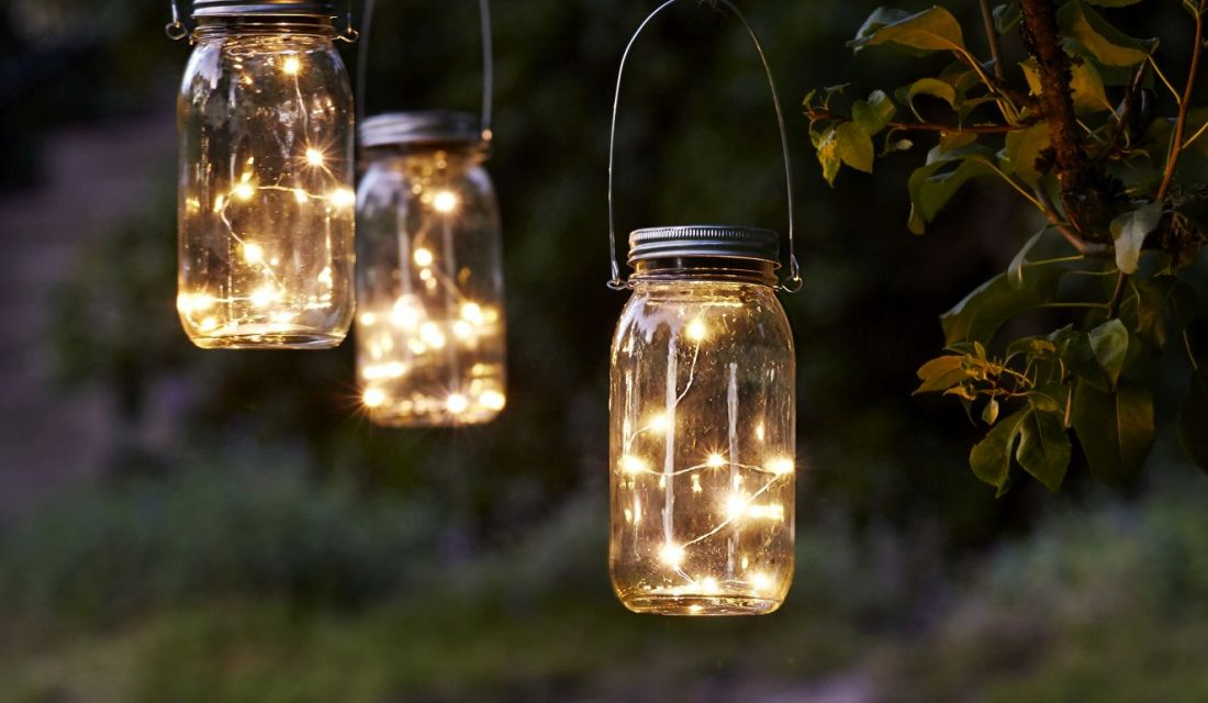 Svítící lucerna na solární napájení - Star Trading