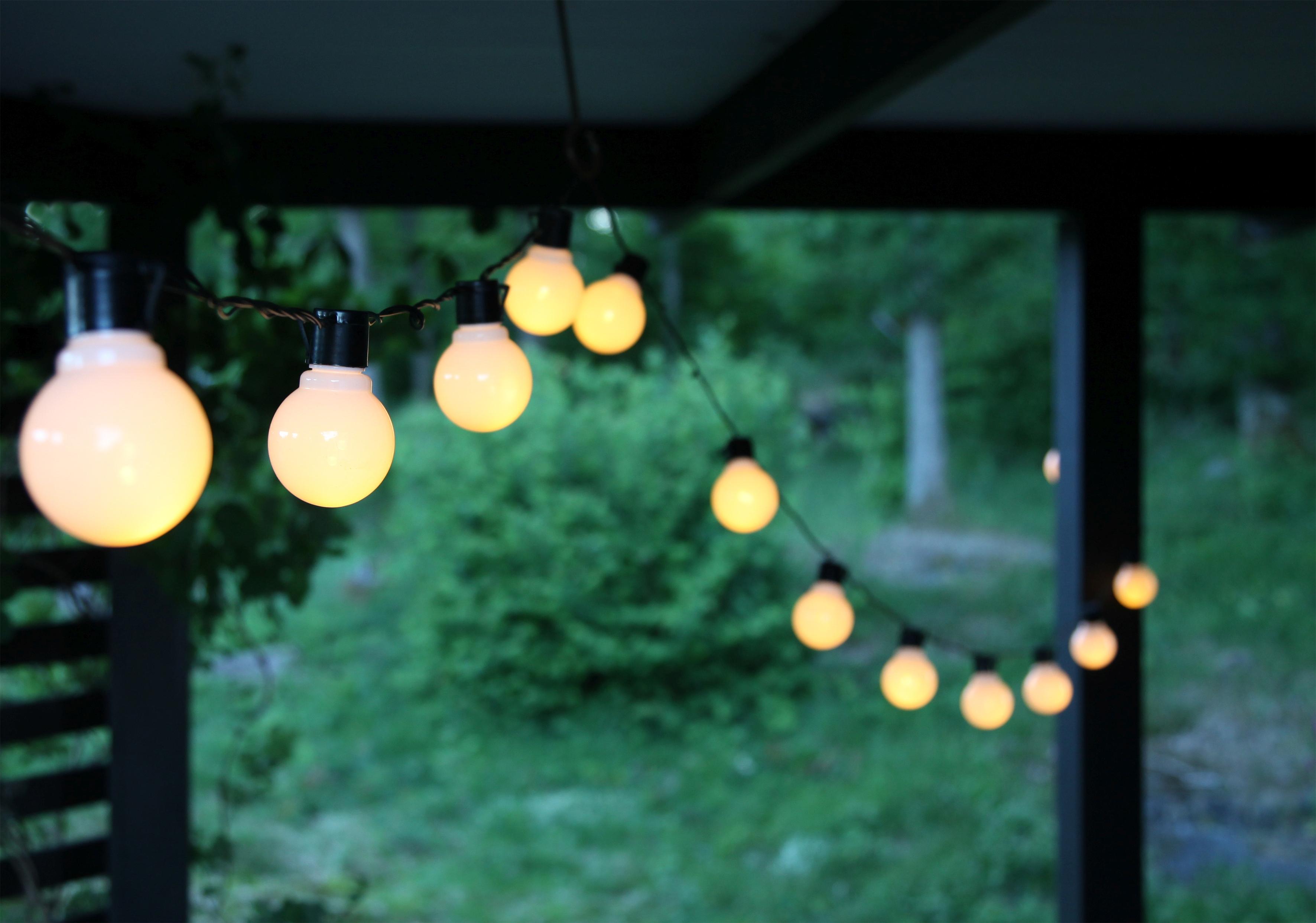 V altánku vyzerajú svetelné reťaze úplne fantasticky