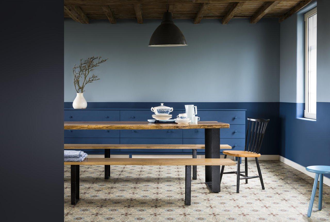 Stěna i nábytek ve stejné barvě