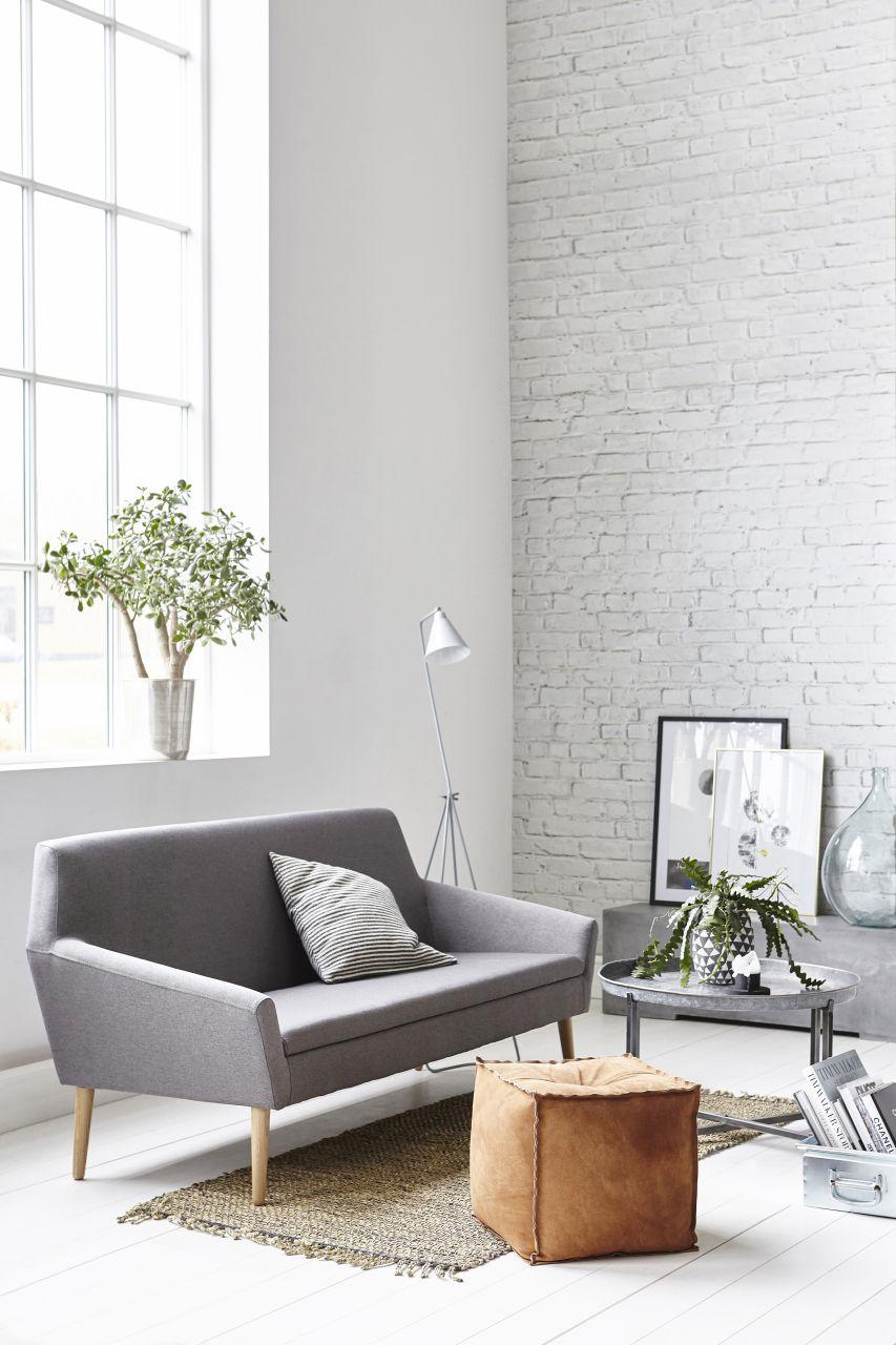 Bíle omítnuté cihly ve skandinávském interiéru