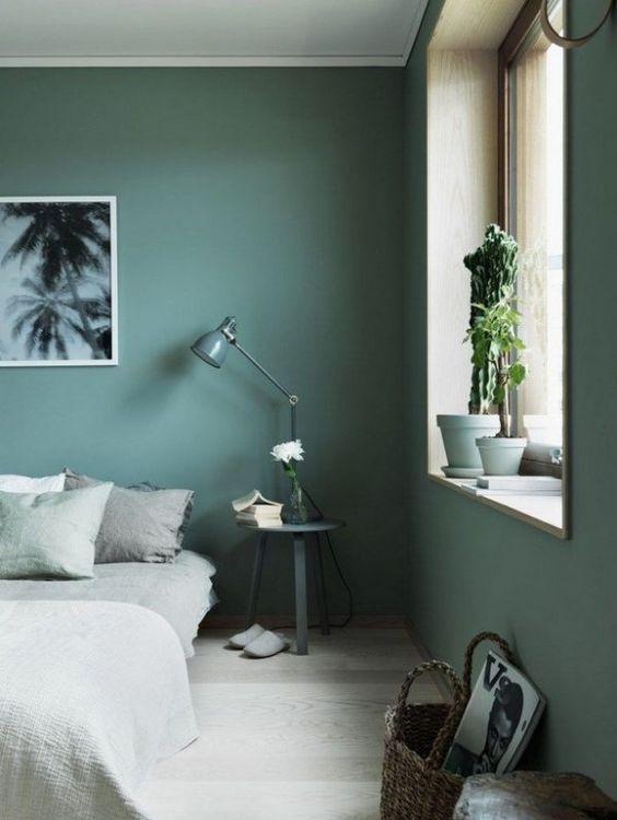 Stěny v zelené v ložnici