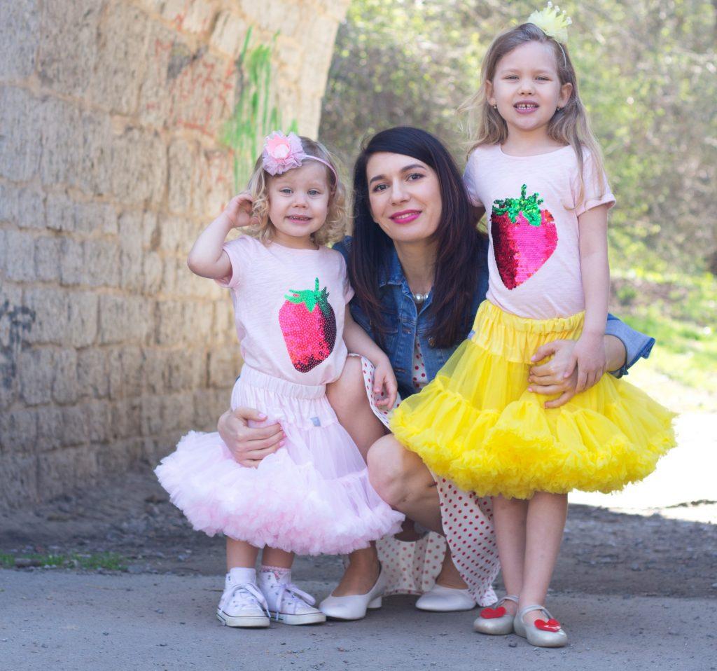 Alice se svými dvěma dcerkami. Foto: Mámou stylově