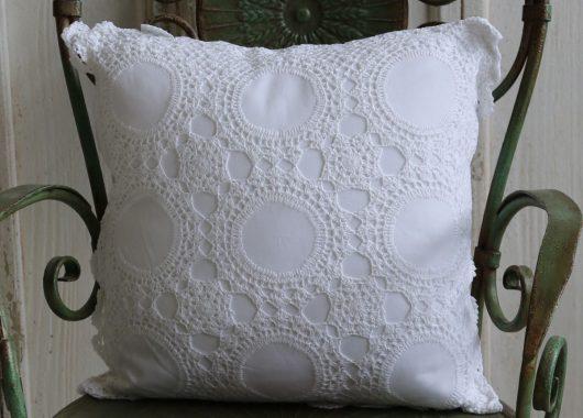 Háčkovaný polštář Crochet
