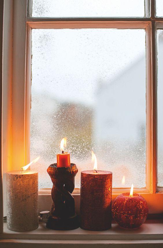 Svíčky na okně