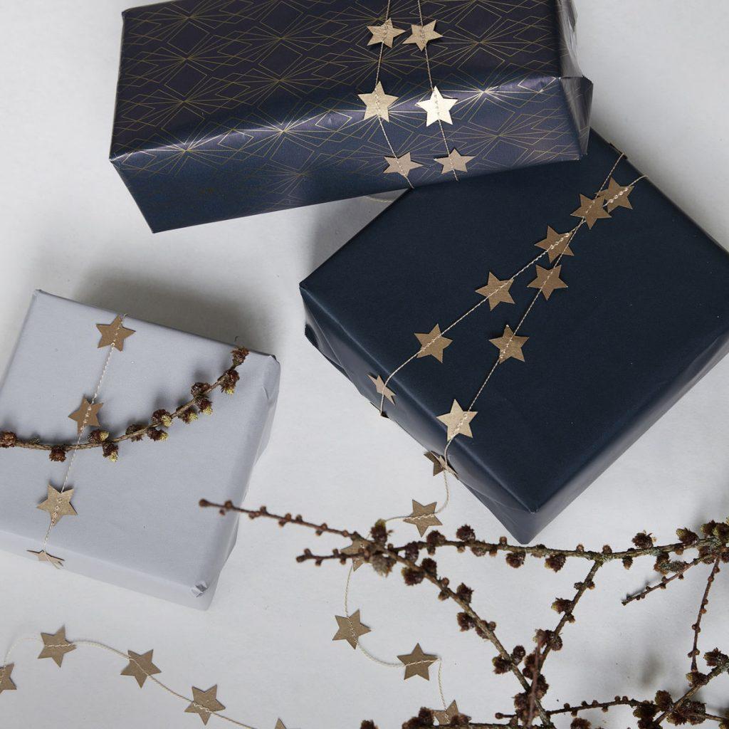 Balicí papíry s hvězdičkami