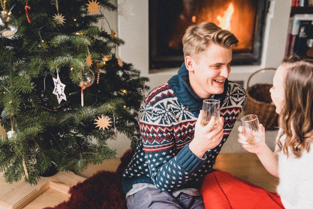 Vianočný stromček je krásny sám o sebe. Málo je niekedy viac.