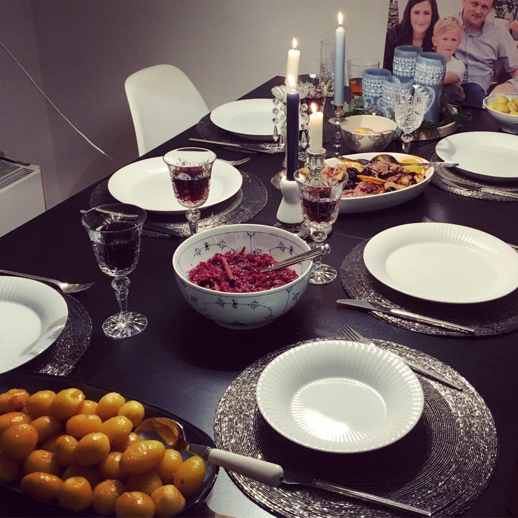Vianočný sviatočný stôl