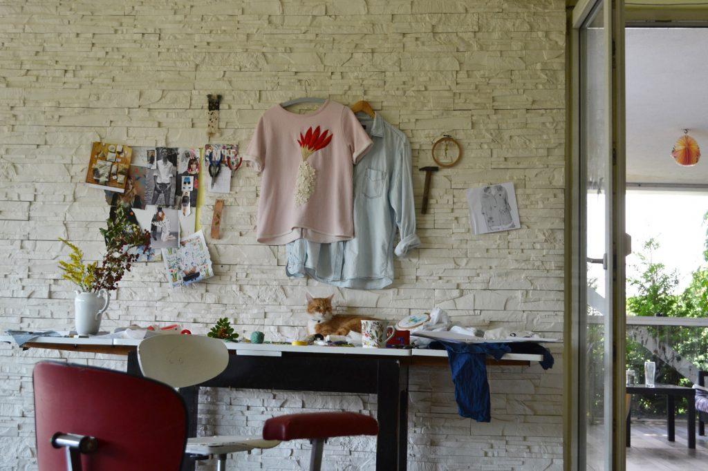 Pracovní koutek Evy Adamcové v jejím starém bytě