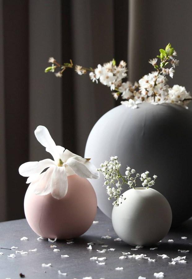 Tři druhy květin ve váze