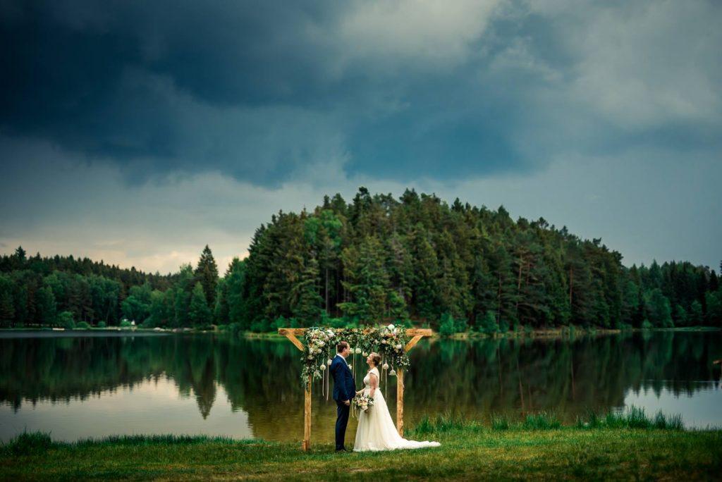 Svadobná fotka -tesne pred búrkou