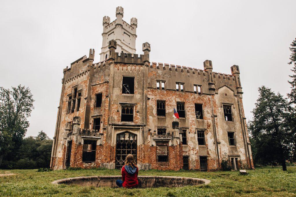 Jestli máte namířeno do České Kanady, zastavte se na zámku Český Rudolec stejně jako blogerka Radka