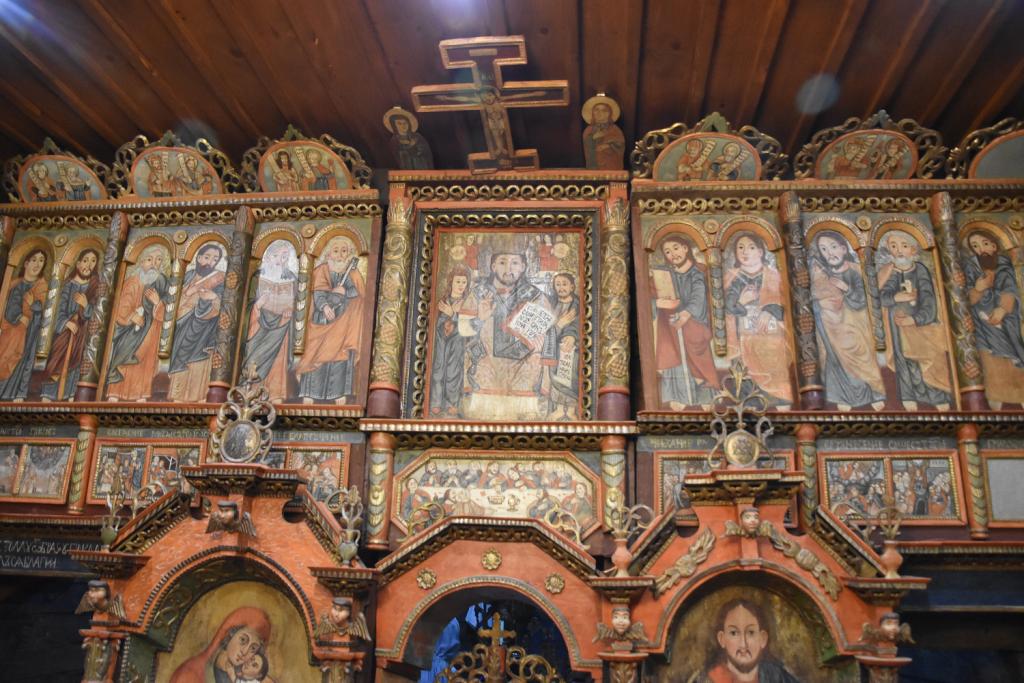 Vnútri kostola v Ruskej Bystrej