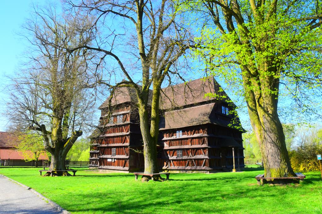Hronsek je kostolík zo zoznamu UNSECO, ktorý bol postavený v Škandinávskom štýle