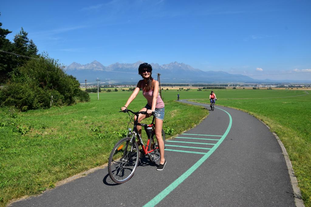 Cyklotrasa okolo Popradu s výhľadom na Vysoké Tatry
