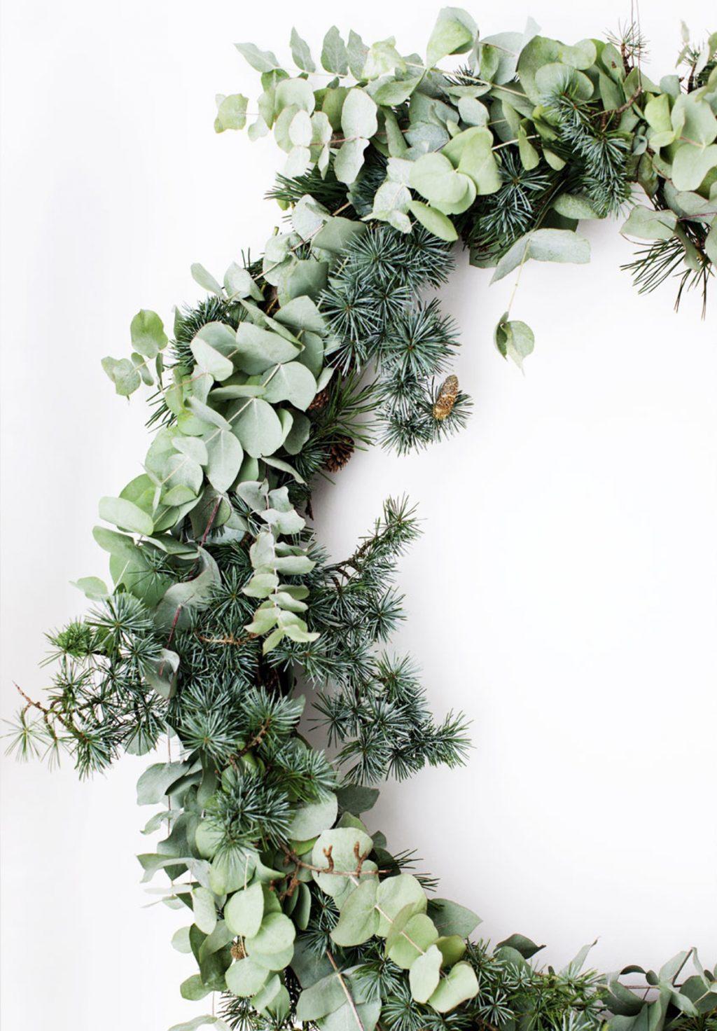 dd2ff3fe0 Zelený jesenný veniec je jednoduchý, ale pritom sofistikovane krásny.  Zdroj: Pinterest