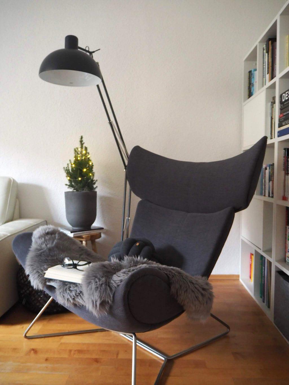 Šedé kreslo