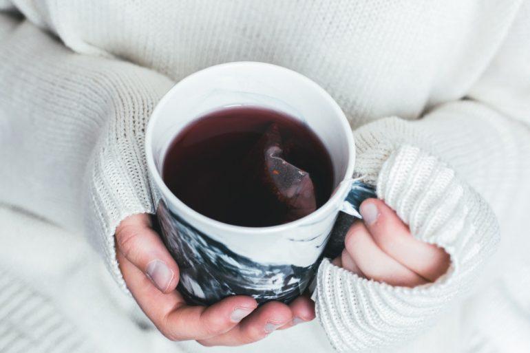 hrnček s čajem