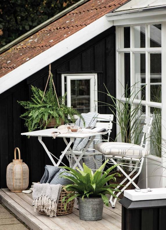 Jarní refresh balkonu. I malé prostory potřebují nábytek.